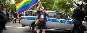 Czy osoby LGBT s� ofiarami przemocy, bo si� ujawniaj�? Wed�ug raportu KPH niekoniecznie