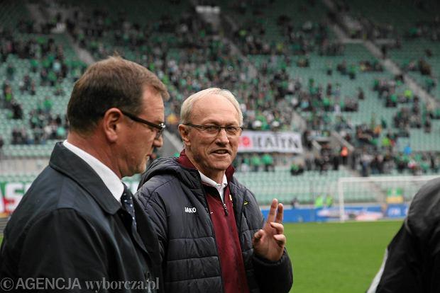 Śląsk Wrocław - Górnik Łęczna 2:2. Trener wrocławian Jan Urban (z lewej) i szkoleniowiec zespołu łęczyńskiego Franciszek Smuda