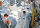 Tak wygl�da akcja ratowania 350 imigrant�w na pe�nym morzu. W�oska policja opublikowa�a zdj�cia