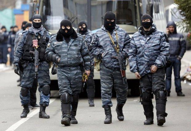 Funkcjonariusze Berkutu
