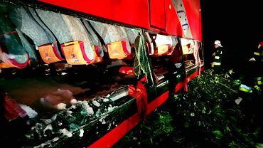 Wypadek w Leszczawie Dolnej. Zginęło trzy osoby. Rannych jest 51 pasażerów.