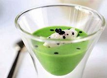 Zupa krem z zielonych szparagów ze śmietaną i kawiorem - ugotuj