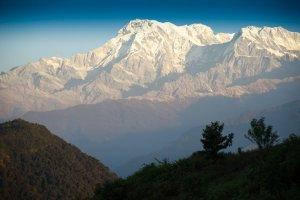 Nepal: znaleziono wrak samolotu, który zaginął dziś rano w górach. Wszyscy pasażerowie nie żyją