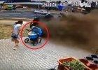 Wrocław: Dachujący samochód prawie uderzył w wózek z niemowlakiem