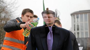 Młodzież Wszechpolska spaliła kukłę Ryszarda Petru