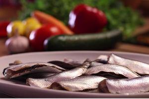 Minta od Kuchni:  Malika i grillowane śledzie w szermuli