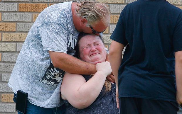 Teksas, USA. Strzelanina w szkole. Przed budynkiem zebrali się zrozpaczeni rodzice
