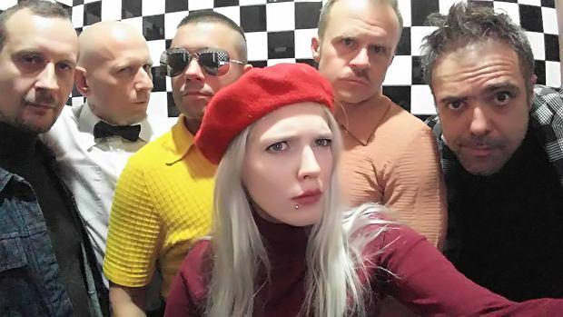 """Zespół Coma 20 października wydał nowy krążek, """"Metal Ballads vol.1"""" Niedługo potem ukazał się singiel promujący płytę łódzkiego zespołu. Nie brakuje tu ostrych brzmień, czego można było się spodziewać już po samej nazwie krążka. Co powiedzą fani na powrót Comy z Roguckim na czele?"""