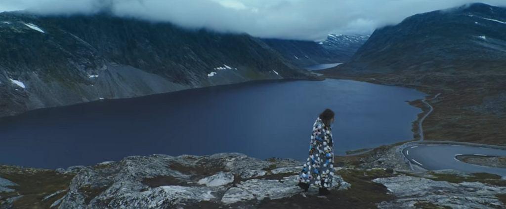 Pola Rise w teledysku do utworu 'Fear' / screen z YouTube
