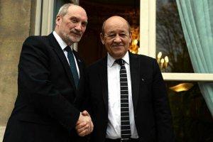 Napięte stosunki Paryż - Warszawa przed szczytem NATO. Francuzi: Lepiej inwestować w żołnierzy niż wylewanie betonu