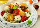 Makaronowa sa�atka z serem feta i s�odkimi pomidorkami
