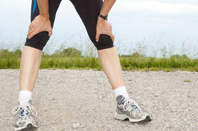 Drętwienie nóg po treningu? To się zdarza. Jeśli jednak coraz mniejszy wysiłek staje się wyzwaniem, warto porozmawiać z lekarzem