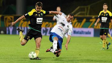GKS Katowice - Stal Mielec 1:0. Z prawej Mateusz Cholewiak