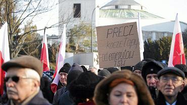 Demonstracja przeciwników pisowskiej ustawy dezubekizacyjnej. Warszawa, 13 grudnia 2016