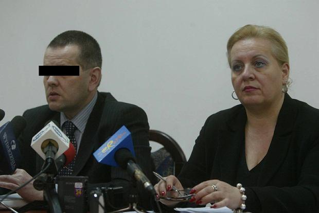Robert B. w trakcie konferencji prasowej prokuratury w Lublinie w 2007 roku