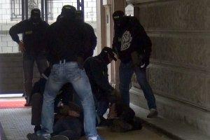 Brawurowa akcja CBŚP w Al. Ujazdowskich. Zatrzymani za handel narkotykami