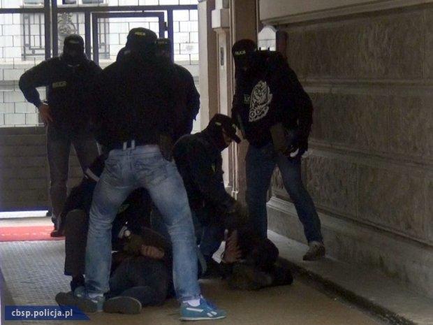 Brawurowa akcja CB�P w Al. Ujazdowskich. Zatrzymani za handel narkotykami