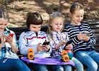 Zakaz używania telefonów w trakcie kolonii staje się coraz powszechniejszy.