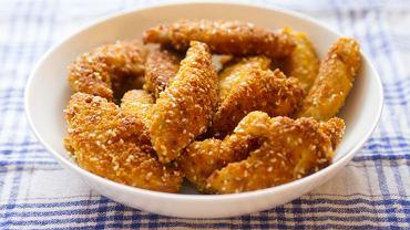 Jak zrobić nuggetsy z kurczaka? Idealne na obiad i na imprezę [PRZEPIS]