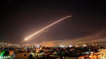 Niebo nad Damaszkiem. Amerykanie atakują pozycje reżimu Asada. W odwecie jego za atak chemiczny na cywilów. Syria, 14 kwietnia 2018