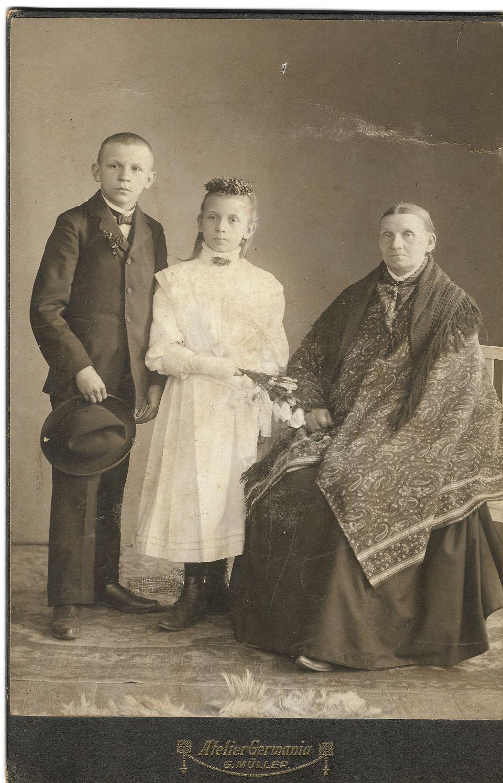 Mamulka mojego starzika Katarzyna rodzono w 1851 r. z jego bratym Romanym i siostrom., miana niy pamiyntom