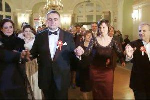 "Tak �wi�tuje prawica: ""Gazeta Polska"" i Radwa�ska na Balu Niepodleg�o�ci. Salonik VIP za 485 z�"