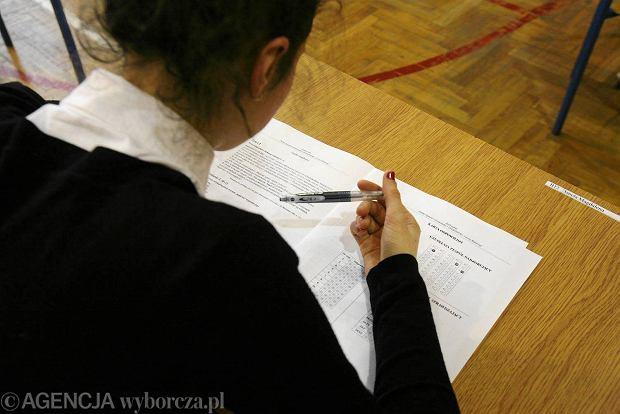 Pr�bny egzamin gimnazjalny w Publicznym Gimnazjum nr 4 na ul. Cieplej