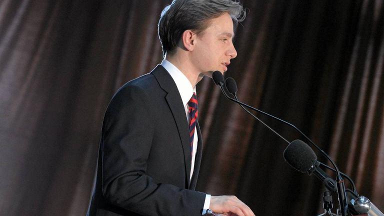 Krzysztof Bosak podczas przemówienia na kongresie narodowców