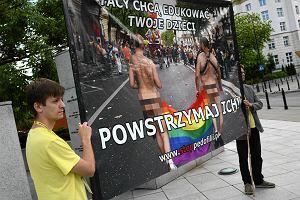 K�amstwa homofob�w