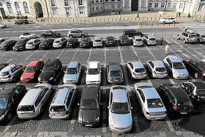 Miasto przyznaje: parkowanie w centrum musi by� dro�sze