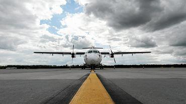 Rząd zdecydował o powołaniu Polskiej Grupy Lotniczej, która będzie leasingować przewoźnikom samoloty pasażerskie - poinformowało rano Ministerstwo Rozwoju. Na zdjęciu: ATR-72 na lotnisku we Wrocławiu, 5 października 2017