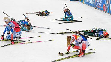 Biathlonistki po biegu pościgowym. Na pierwszym planie Weronika Nowakowska