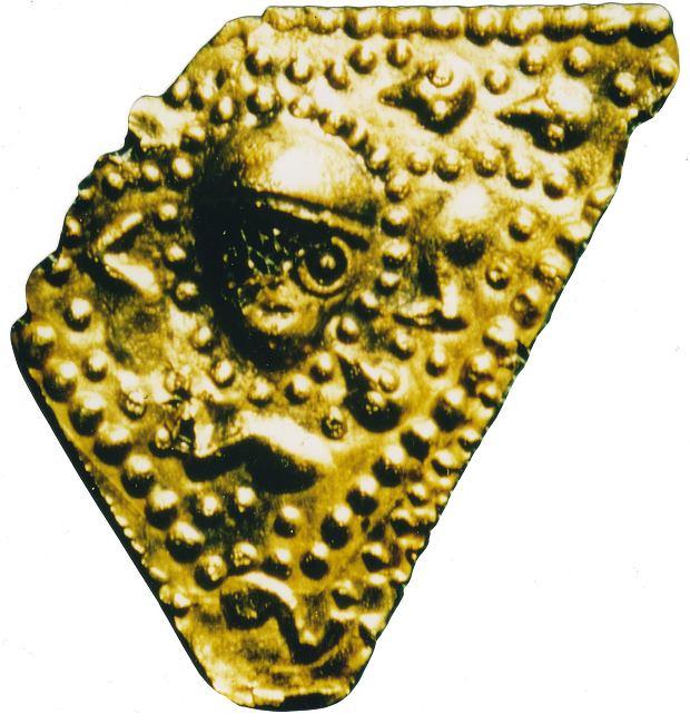 Blaszka wielko�ci paznokcia. Symbol lubelskiej archeologii