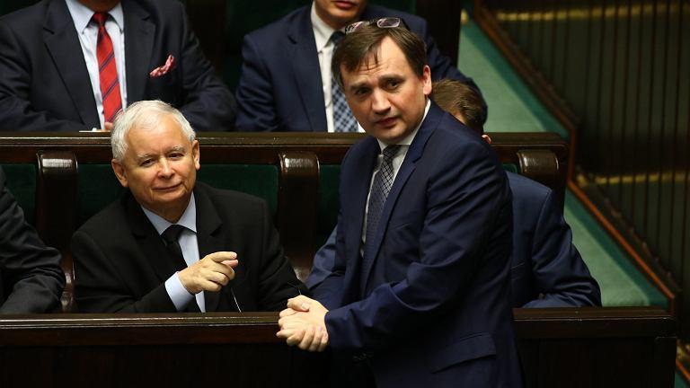 Sejm, 8 czerwca 2017, minister sprawiedliwości Zbigniew Ziobro i Jarosław Kaczyński podczas głosowania nad KRS i statusem sędziów