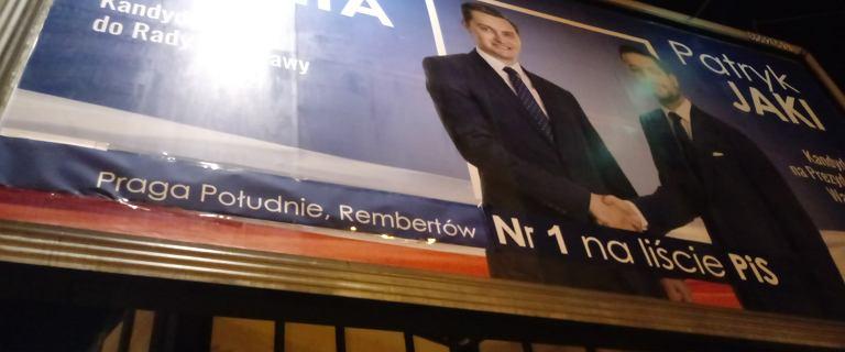 Błąd ''Praga-Połódnie'' na plakacie kandydata PiS ekspresowo poprawiony. Zakleili go taśmą