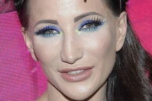 Justyna Steczkowska zaszala�a z makija�em? To nic w por�wnaniu z nakryciem g�owy. Sami nie wiemy, co my�le�
