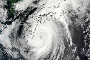 Tajfun Halong dotar� do Japonii. 1 osoba nie �yje, ok. 50 rannych, p� miliona ludzi musia�o ucieka�