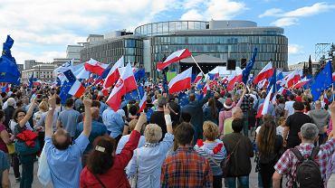 Ta sobota wiele zmieniła. Taki tłum demonstrantów to argument wagi ciężkiej zmieniający rozkład akcentów w polskiej polityce