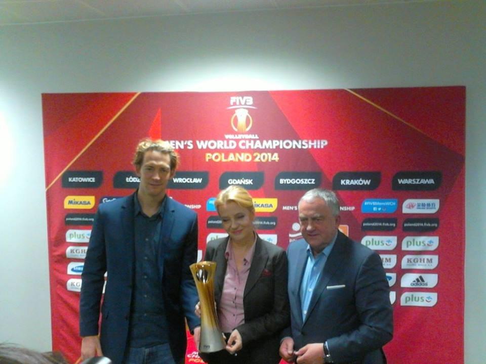 Hanna Zdanowska z prezesem PZPS Mirosławem Przedpełskim i Stephanem Antigą