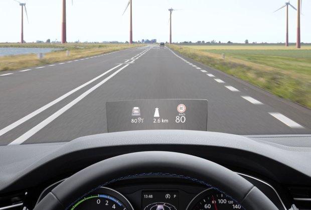 Wy�wietlacz head-up trafia do Volkswagena Passata