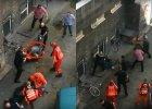 Żenująca interwencja policji. Do obezwładnienia użyli... mopa i roweru. Skończyło się brutalnym spałowaniem