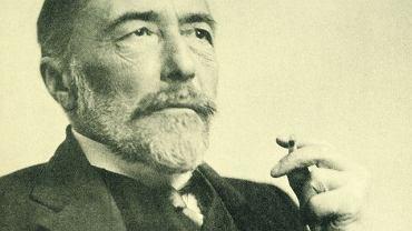 Joseph Conrad (1857-1924) sfotografowany w 1916 r. W tamtym też roku ogłosił ''Notę w sprawie polskiej'', w której postulował odbudowę Polski pod protektoratem Wielkiej Brytanii i Francji.
