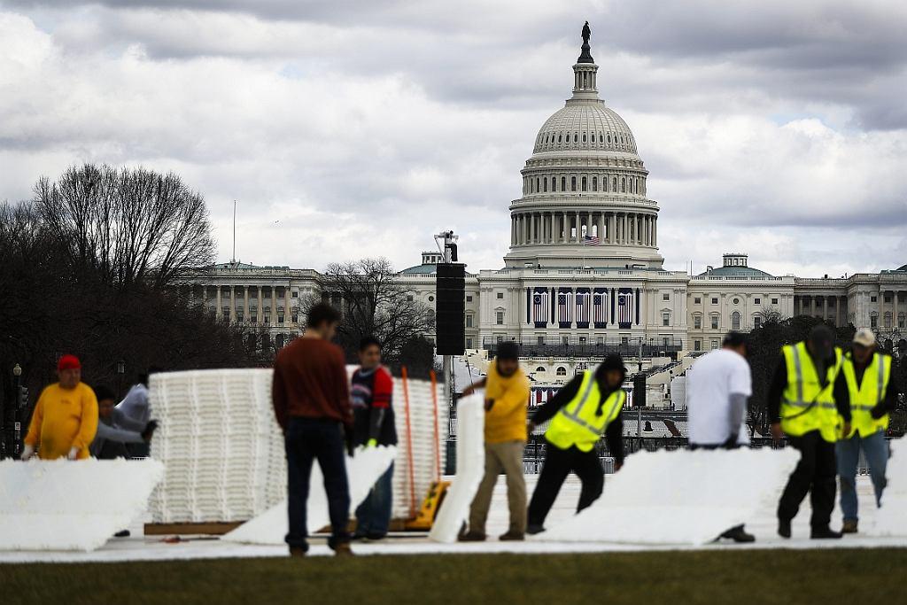 Przygotowania do inauguracji Trumpa na National Mall (fot. John Minchillo/AP)
