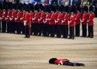 90. urodziny królowej Elżbiety II. Żołnierz zemdlał podczas parady wojskowej