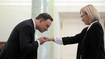 Prezydent RP Andrzej Duda podczas zaprzysiężenia piątego sędziego TK mianowanego przez PiS. Ślubowanie składa Julia Przyłębska. Warszawa, Pałac Prezydencki, 9 września 2015