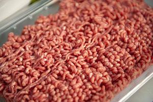 Ile naprawdę jest mięsa w mięsie? Inspekcja Handlowa wykryła nieprawidłowości w ponad połowie sklepów