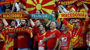Dana Rohrabacher oznajmił, że Macedonia tak naprawdę nie jest krajem i że powinna zostać podzielona między Albanię a Bułgarię.