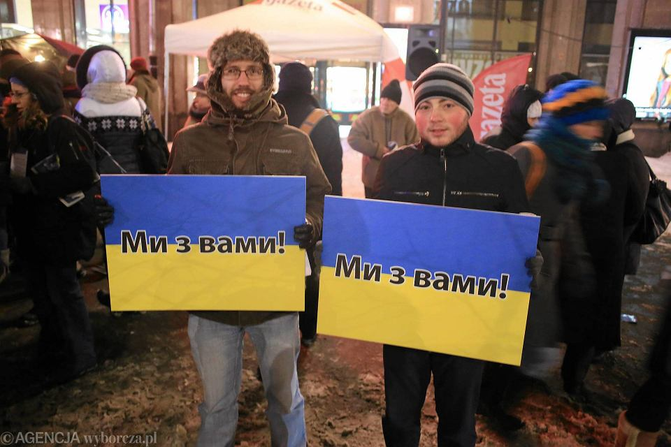 Zdjęcie numer 1 w galerii - Solidarni z euromajdanem na pl. Konstytucji [WIDEO, ZDJĘCIA]