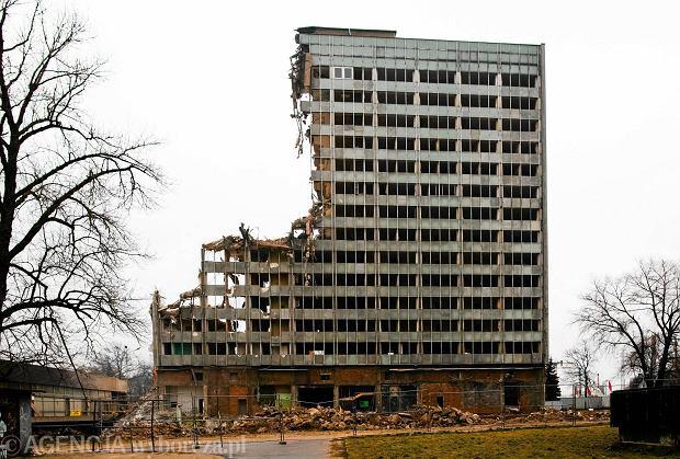Ogromny dworzec, największy szpital w Polsce, biurowce i kominy. To wszystko zrównano z ziemią [ZDJĘCIA]