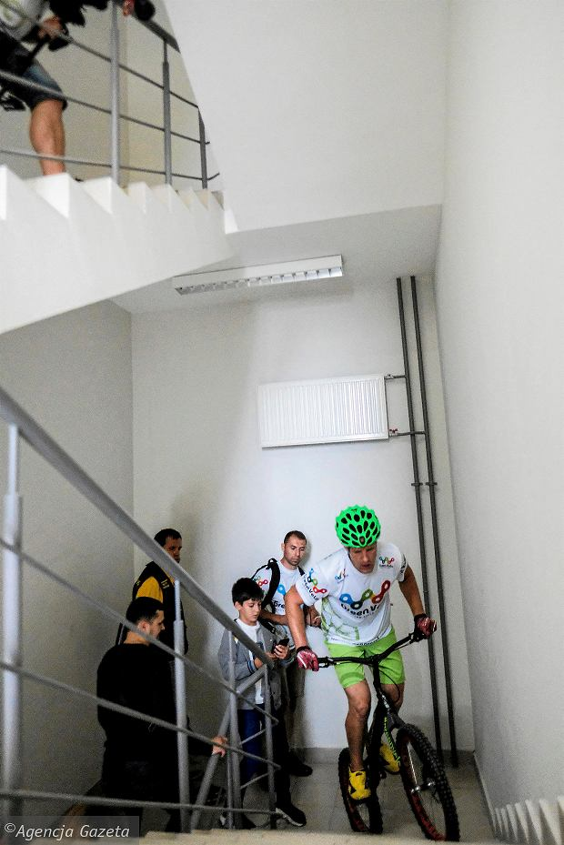 Zdjęcie numer 17 w galerii - Krystian Herba wskoczył na Gullivera w Kijowie. Pobił rekord Ukrainy [ZDJĘCIA]